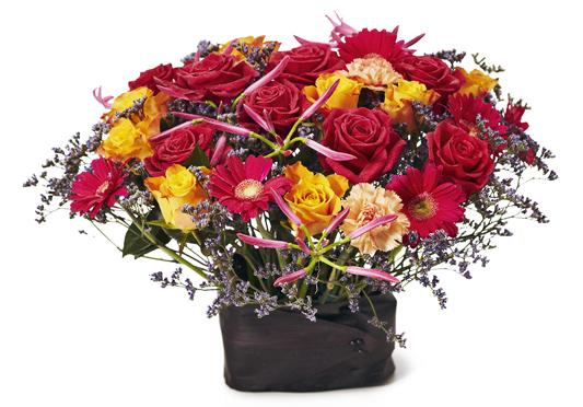 Lägre blomsterarrangemang med gula och röda blommor.