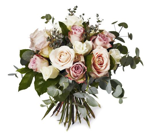 Rund blombukett med rosor och grönt.