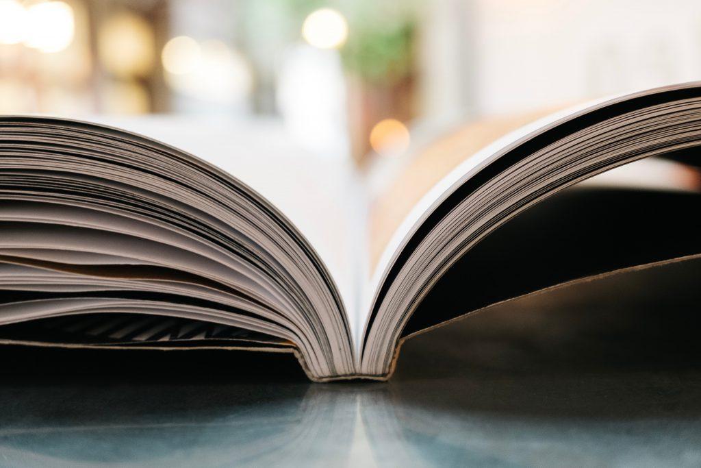 En öppen bok.