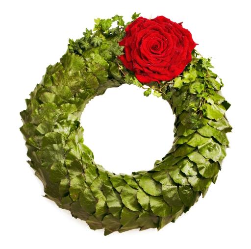Grön blomkrans med röd ros.